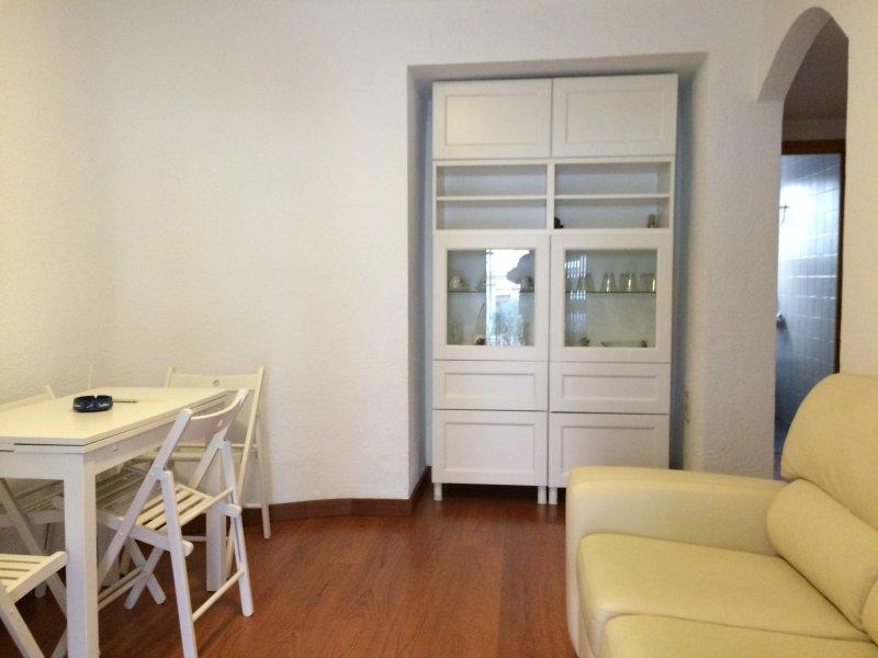 Bonito apartamento con terraza, alquiler de vacaciones en Lloret de Mar
