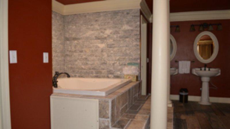 Jacuzzi tub in Master En-Suite