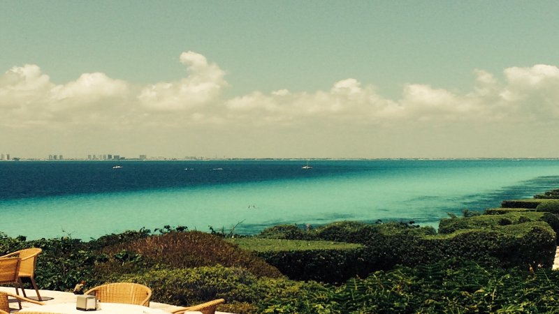 Mening van Cancun van Punta Sur (South End van het eiland)