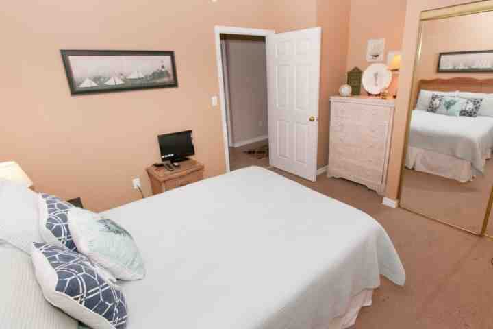 Guest room with double bed, flat screen TV, dresser and double closet