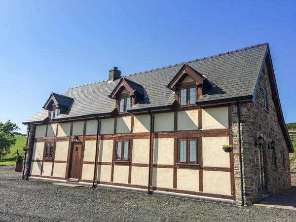 THE OLD HOUSE, cottage with country views, woodburner, WiFi, Llanidloes Ref, casa vacanza a Llangurig