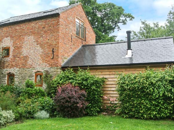 THE OLD MILL character restored mill, eco-friendly, pet-friendly, WiFi, holiday rental in Llwynderw