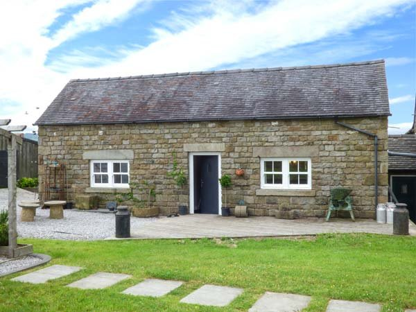 LITTLE OWL BARN, romantic retreat, lawned garden, walking and cycle routes, vacation rental in Dorrington