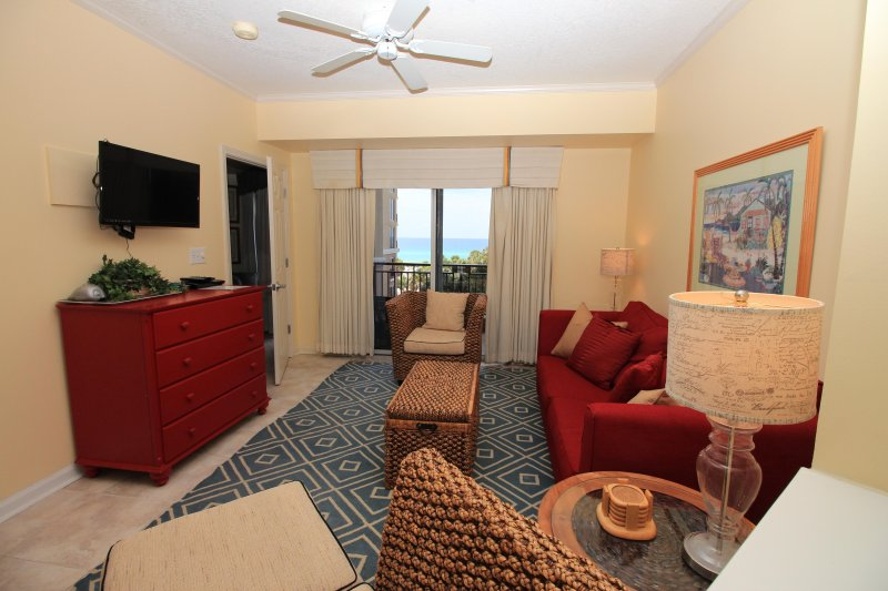 Living room with nice Gulf views