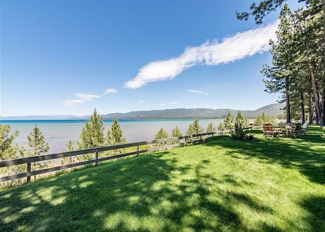 Charming Lakefront Cabin - Walk to Dining - 6 Minutes to Heavenly!, vacation rental in South Lake Tahoe