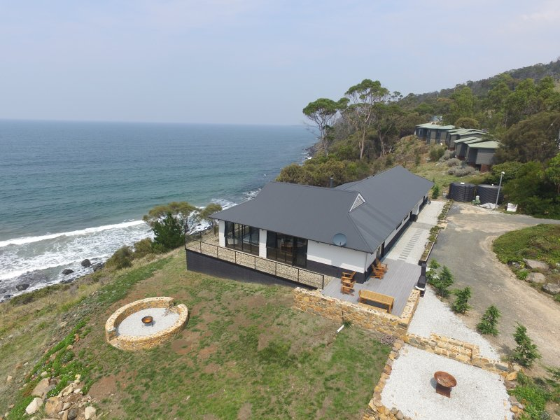 House at Hamptons on the Bay, Rocky Hills, TAS, holiday rental in Swansea