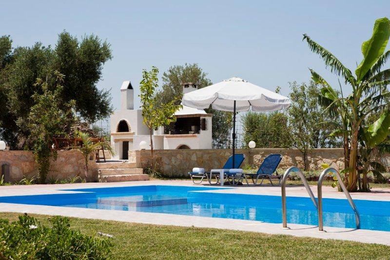 Villa Artemis,belle villa ,à 2 km de la plage, holiday rental in Mesi