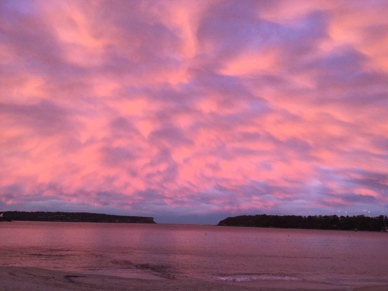 Al final del día relajarse disfrutando de espectaculares puestas de sol que miran hacia los Jefes