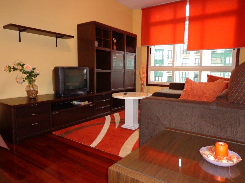 Apartamento ROSALIA parking- en Milladoiro a 5 minutos de Santiago de Compostela, holiday rental in Santiago de Compostela