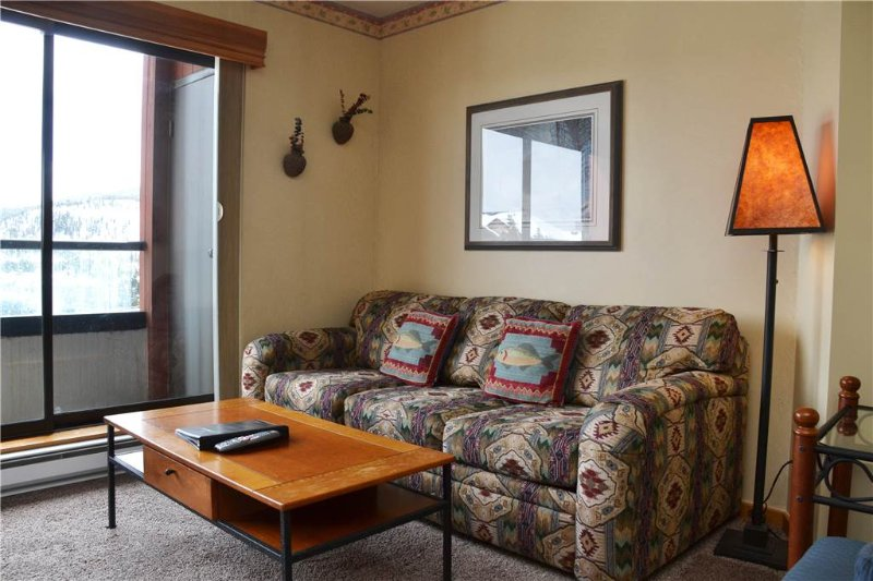 Couch,Furniture,Indoors,Room,Window