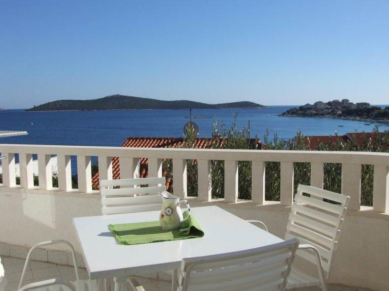 App POOL, A2 (4+0) close to beach, SEVID, Trogir, vacation rental in Sevid