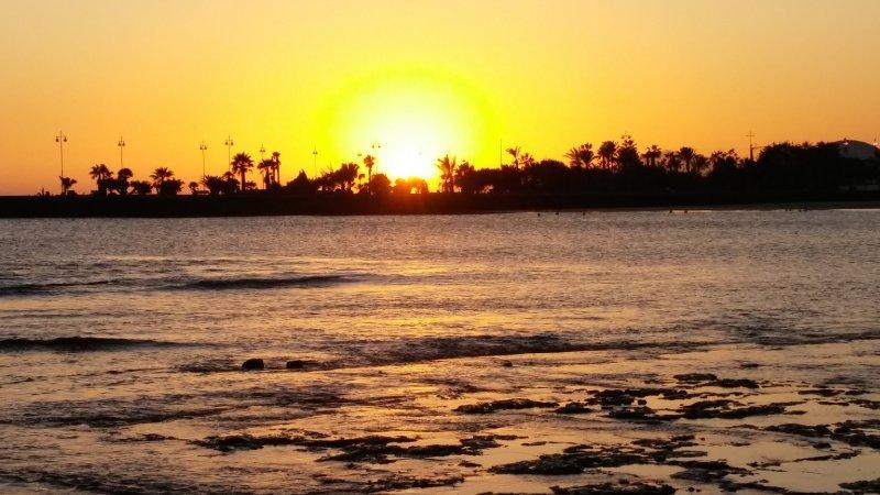 Bel tramonto sulla spiaggia Redoubt