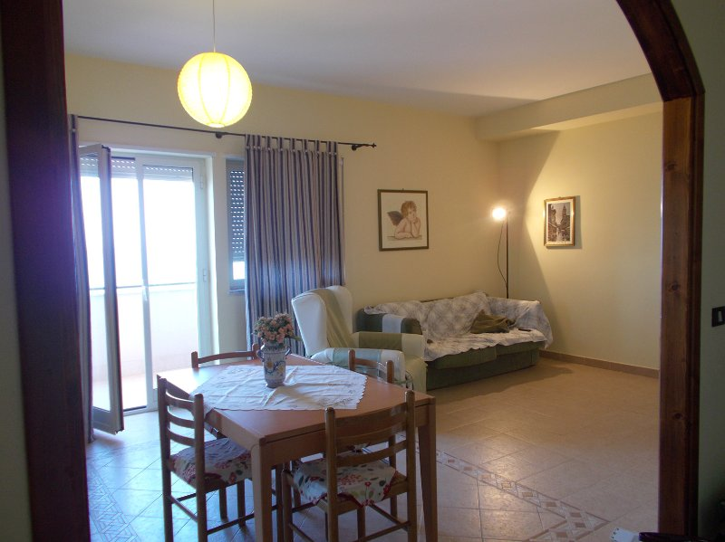 CASA VACANZE BEPPE A TERMINI IMERESE, holiday rental in Montemaggiore Belsito