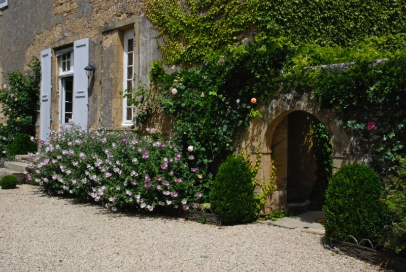 Chambre dans une belle demeure/ Bed and Breakfast, holiday rental in Paray Le Monial