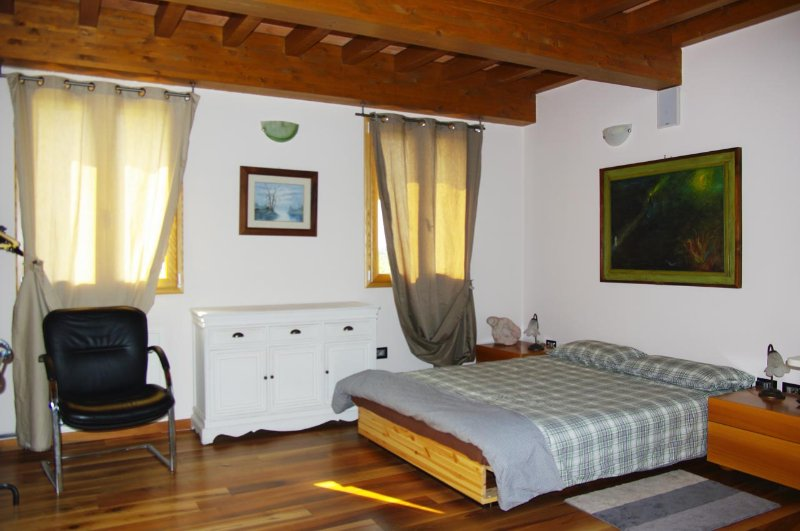 La Piccola Torre stanza beltramonto, location de vacances à Formigine