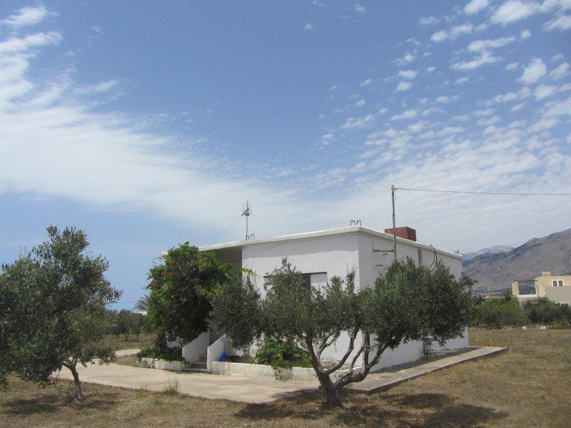 Peaceful house in Frangokastello - sandy beach 200 m, holiday rental in Frangokastello