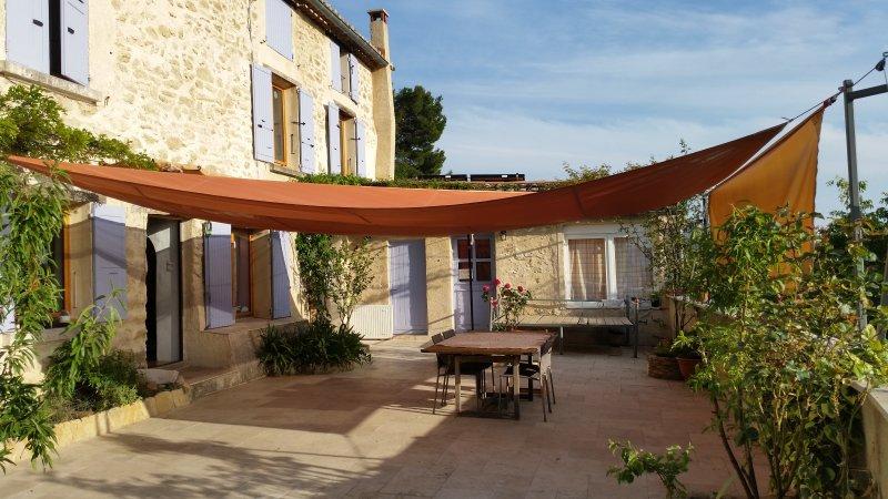 Historical house, heated pool, sauna, sunset view, location de vacances à Seguret