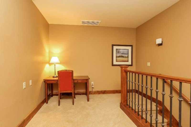 Lodge 414 - Staircase landing