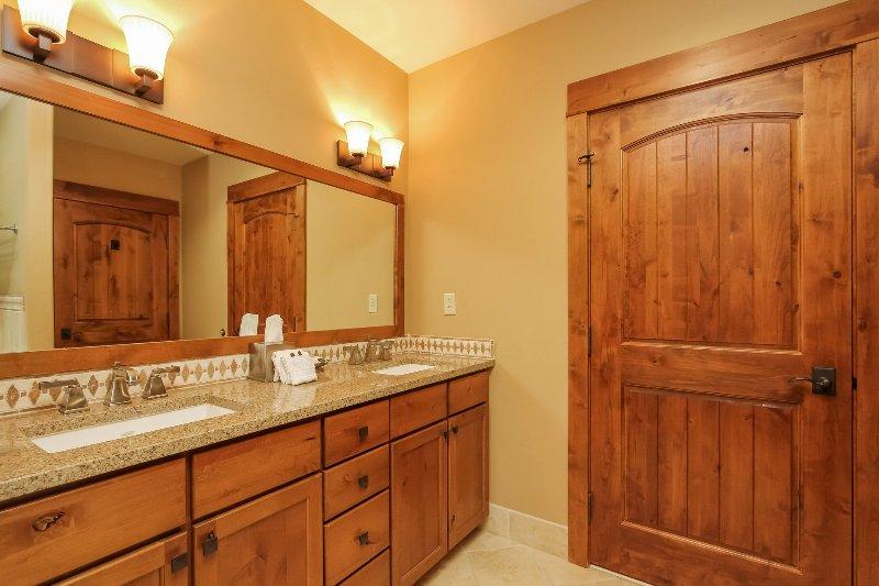 Lodge 414 - Master bathroom with dual sinks