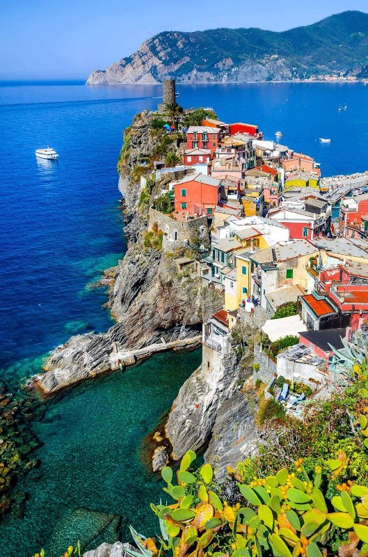 Picturesque Ligurian villages, Vernazza at the spice.