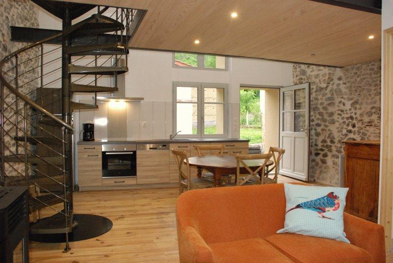 Gîte L'Atelier 3* à Châteldon proche de Vichy, vacation rental in Thiers City