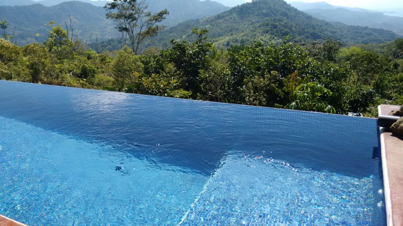 Infinity pool with ocean view. Note: The pool is accessible from all rooms (no fence/gate)