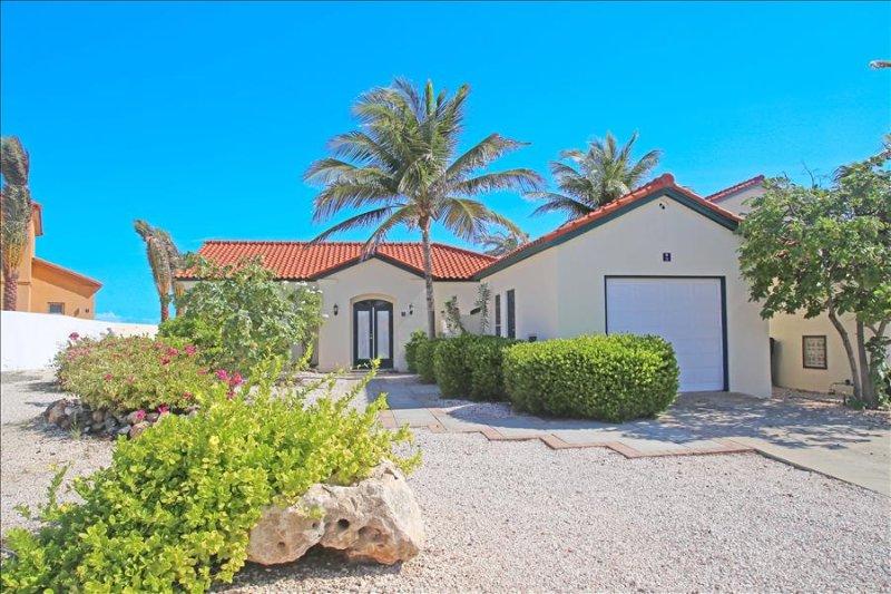 2 bedroom villa with pool and jacuzzi Tierra del Sol, vacation rental in Oranjestad