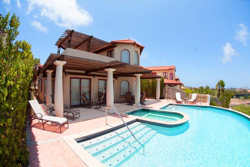Villa Flamboyant with pool tierra del sol, casa vacanza a Arasji
