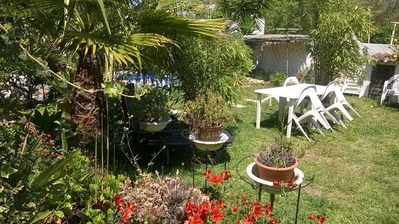 Casa no jardim com dois quartos, holiday rental in Sao Luis
