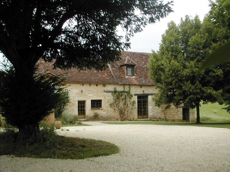 Maison Périgourdine du XVIème en pierres, vacation rental in Saint-Martin-des-Combes