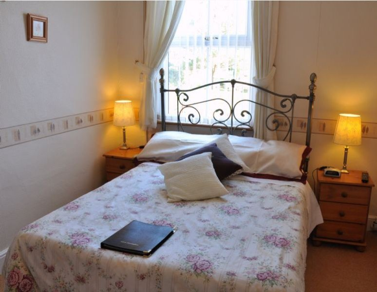 Brook House Double Room Shared Bathroom Room 3, holiday rental in Weedon