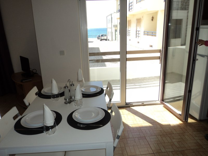 Casa Atlantico, steps from beach in charming town, vacation rental in Areia Branca