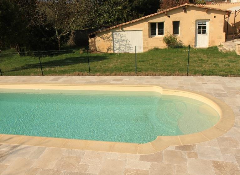 Petite maison indépendante, avec piscine, holiday rental in Pujols-Sur-Ciron