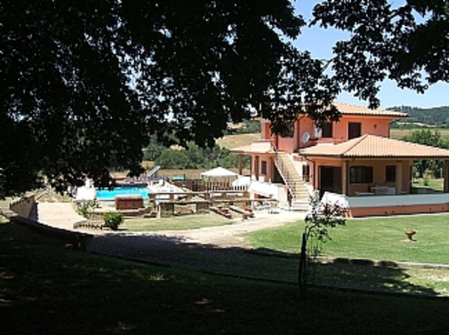 3 bedroom / 3 bathroom ground floor apartment in Villa with 12x6m Swimming Pool, holiday rental in Santa Severa