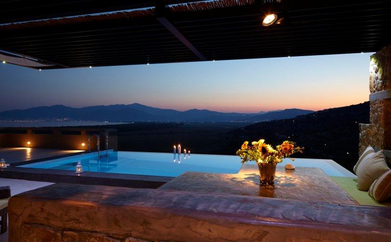 welcome to villamarathon! unique infinity pool!, holiday rental in Schinias