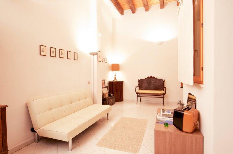 Cozy apartment in the heart of La Marina area, holiday rental in Cagliari