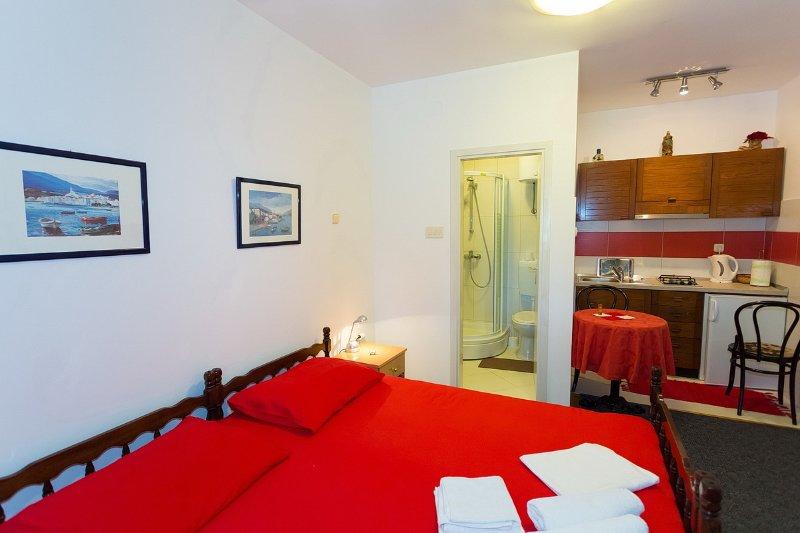 Beautiful studio apartment in Mlini, casa vacanza a Celopeci