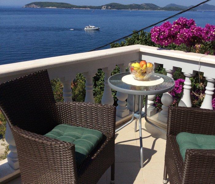 Corrina 2, near beach, near Dubrovnik,amazing view, location de vacances à Zaton