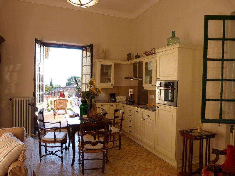 Die Küche Die Wohnung Olive öffnet auf Ihrer eigenen Terrasse