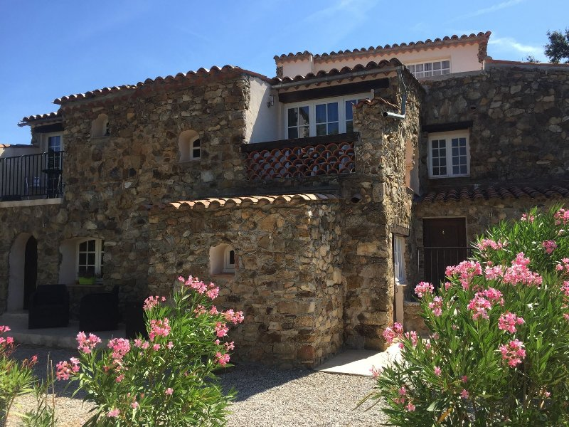 Hameau des Claudins #3 Vernet 2 - 4 persons, holiday rental in Plan de la Tour