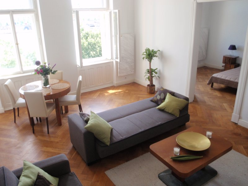 RIVERSIDE ***** Incredible location and view, vacation rental in Prague