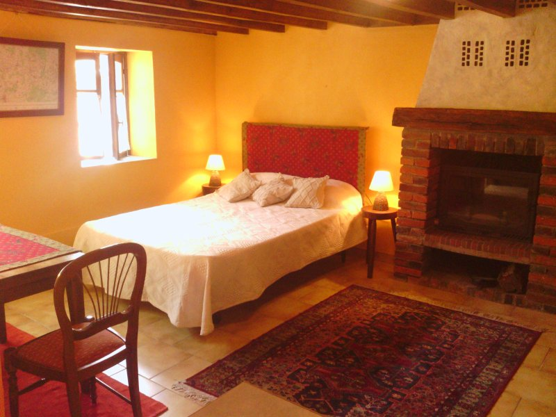 Studio Au Village, vacation rental in Villeneuve-sur-Yonne