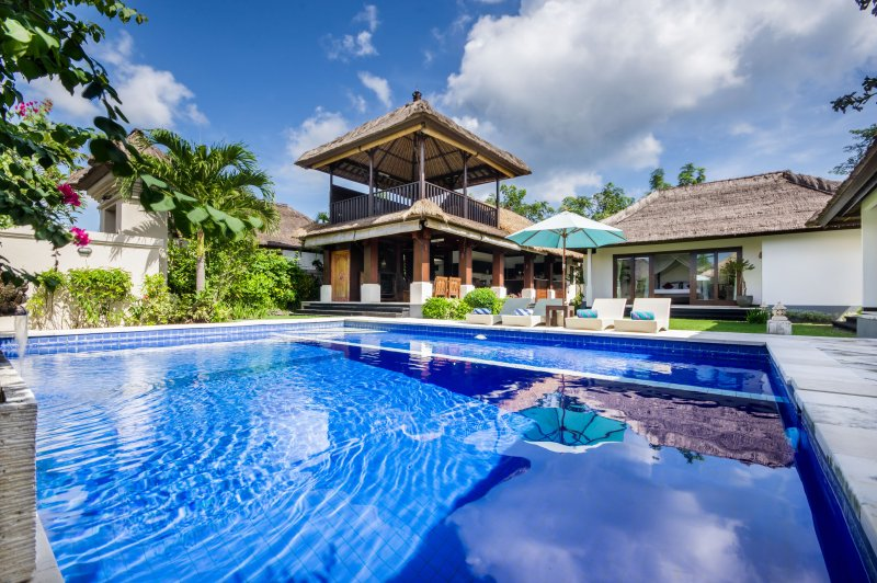 3BR Spacious FAMILY VILLA ★ 700m Jimbaran beach!, holiday rental in South Kuta