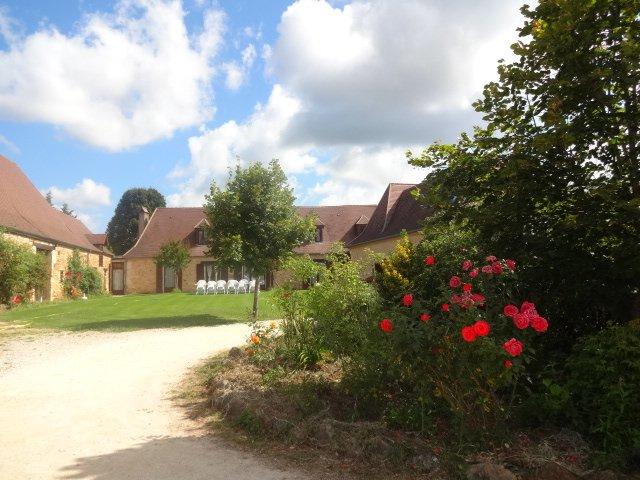 demeure de caractere avec piscine, vacation rental in Saint-Geyrac