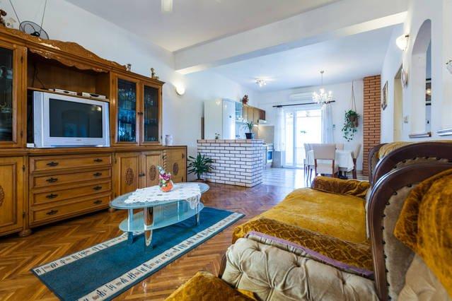 NEW - Modern Villa with Amazing View!, aluguéis de temporada em Kukljica