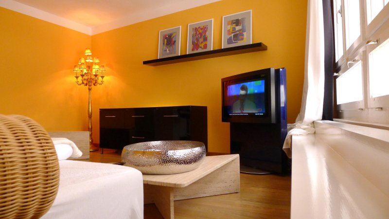 Golden Eye - chamring view into pedestrian area -, holiday rental in Meilen