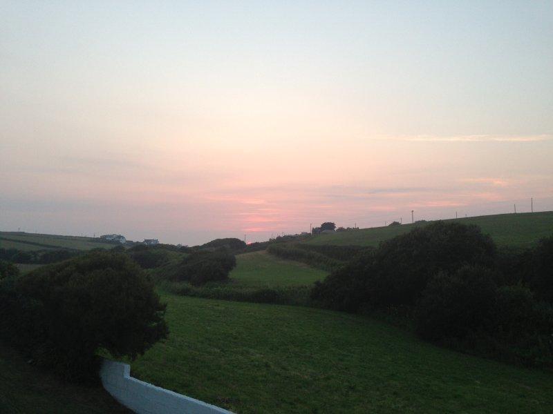 puesta de sol sobre la bahía de Treyarnon - búhos picada!