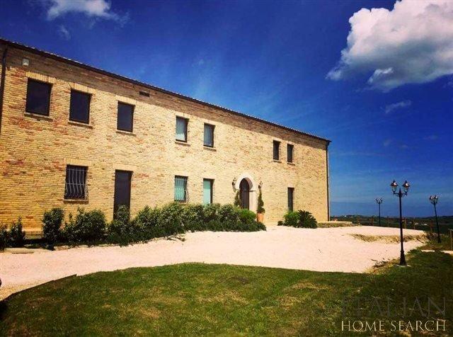 country house con SPA e centro benessere, location de vacances à Morro d'Alba