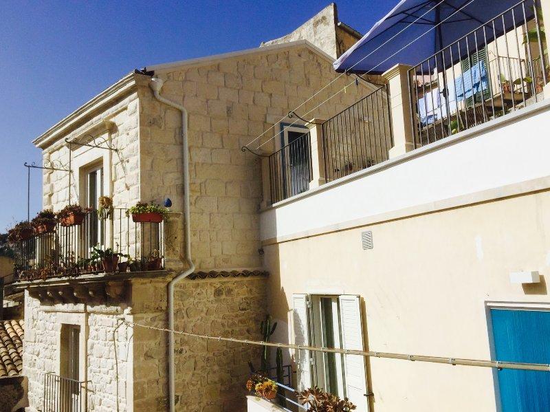 Maison principale et maison d'hôtes avec terrasse pour les deux maisons!