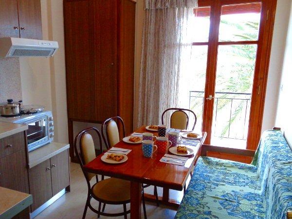 Skyline 2 bedroom apartment near Sidari, aluguéis de temporada em Agii Douli